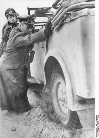 Nordafrika, Rommel und Westphal schieben Auto